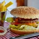 吃垃圾食物不只對身體有害 最新研究顯示:易發炎,還會增加憂鬱風險!