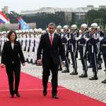 蔡總統軍禮歡迎 阿布鐸:巴拉圭永遠是台灣兄弟,心臟跳動緊密結合