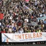 反對仇恨、反對排外、反對種族主義 柏林舉行大規模示威:「我們不可分割」