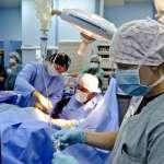 連續十天值班24小時,扭斷韌帶也得拄著拐杖上班…她道出當醫生的血淚,醫院真不是人待的
