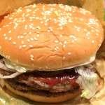 明明都是麵包皮,為何漢堡就是會比吐司貴?內行人揭露台式早餐店售價的秘密…