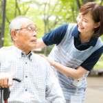 【林富元專欄】他以照顧失智母親的經歷談「疼痛管理、終老照護」,感動200名史丹佛醫生!