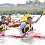 柯文哲周末不得閒 還划1.2公里的雙人獨木舟
