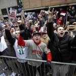 MLB》紅襪展開冠軍遊行 MVP皮爾斯與家人分享喜悅