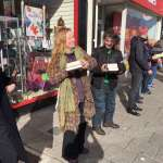 超暖心!英國獨立書店被漲租:書迷集氣捐款買下新店面、還有兩百多人幫忙搬家