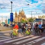 荷蘭是單車大國,為何大家騎車都不戴安全帽?「背後原因」超先進、看了實在羨慕!