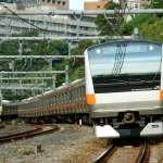 呼吸困難、擠到厭世!日本的電車多令人崩潰?她用數據解析:身體無法動彈隨電車「無力搖擺」