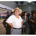 被最高領導人大駕光臨是什麼感覺?《美聯社》直擊北韓工廠與金正恩的「視察經濟」