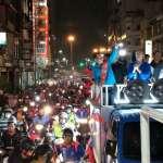 韓國瑜鼓山鹽埕掃街 上百台「韓粉」騎士緊隨 熱鬧宛如廟會出巡