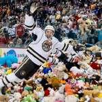 冰球》好時熊隊做公益 泰迪熊數量破世界紀錄