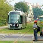 高雄輕軌二階第二列車輛順利卸載於輕軌機廠