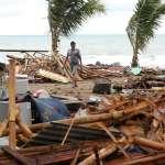 慘!印尼火山噴發引起海嘯 巨浪席捲海岸城鎮 死傷慘重已超過1000人!