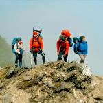 一旦高山症發作,半天內就會致命!他們花3年揹救命艙爬遍高山…背後有這段感人故事
