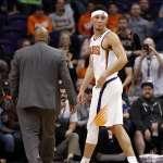 NBA》灰狼中鋒嗆聲要在場外「理論」 布克暴怒連保全都拉不住