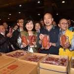韓國瑜發紅包了!走訪魚市、果菜市場拜早年 爆量人潮爭相合影
