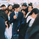 東京對付地鐵尖峰時刻出奇招!「免費天婦羅拉麵」讓日本上班族心甘情願早早出門