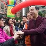 趁著年節氣氛好,拉近與選民距離!從「發紅包」看台灣政治人物的「親民戰術」