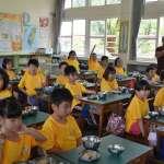 學童高喊「不想再吃三色豆了!」 綠委提案修營養午餐專法