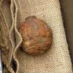 驚!馬鈴著堆裡竟然有手榴彈 香港洋芋片工廠發現一戰德軍遺物