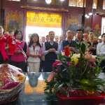 高市議長陪同韓國瑜 萬興宮參拜發紅包