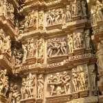 印度保守叢林小鎮,竟有滿滿露骨性愛雕像的「性廟」!當地人:外國人大驚小怪