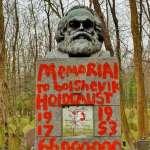 共產主義祖師爺落難:倫敦馬克思墓碑遭破壞,被噴標語「民族屠殺的建築師」