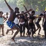 當海地貧童只能混跡街頭、淪為觀光客性愛獵物……一位舞者卻將他們救出煉獄