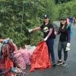2小時撿326公斤天燈殘骸 美國志工:美麗的台灣天燈節是環境災難!