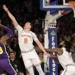 NBA》詹姆斯與教頭裂痕愈來愈大 「不喊暫停」湖人1分輸球