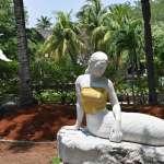藝術與裸露不可兼得?印尼主題公園給美人魚雕塑裹上「遮胸布」:為了尊重「東方價值」