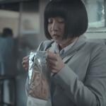 德國廣告挨轟種族歧視》「是春天的氣息!」聞洋男汗臭,亞裔女竟滿足到翻白眼