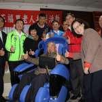 關心在地長輩福祉 李坤城媒合生技公司捐贈按摩椅