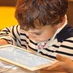 別再用平板、手機帶小孩!世衛組織嚴正提醒「這年齡以下」必完全遠離螢幕、否則很有害!