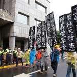五一勞工凱道大遊行》6千勞工雨中走上街頭 勞團高喊「多休假,多保障」
