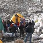 珠穆朗瑪峰有多髒?廢棄帳篷、登山器械、人類糞便...尼泊爾兩個星期就清出三噸垃圾
