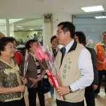 黃偉哲市長贈六甲火鶴 感謝並祝福所有母親