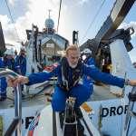 他潛進全球海洋最深處,卻見到了最不想見到的一幕:人類垃圾無遠弗屆,連一萬公尺海底也逃不過塑膠污染