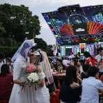 「我們要在總統府前歡慶,做我們自己!」睽違6年重返凱道,同志婚宴席開120桌、千人歡呼聲響徹夜空