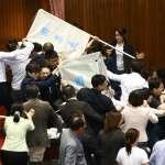李進勇人事案》藍委搶票匭、搗毀圈票處,又爆推擠衝突…朝野混戰中開始投票