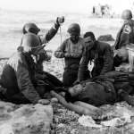 戰場上冒死拯救同袍,返國卻因膚色受歧視……諾曼第登陸「黑人英雄」伍德森,他的貢獻值得「榮譽勳章」!