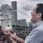 馬英九參加星國書展 不忘拍張口接魚尾獅噴水照