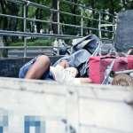 開15年貨車身體半毀,年過半百單親爸淪街友無奈:瞞著家人睡公園,也想賺錢照顧10歲孫