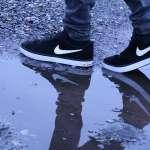 大雨天上班鞋襪全濕好崩潰?這些防水、快速烘乾小妙招趕快學起來!原來保險套還能這樣用…