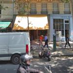 比鄰而居卻暗潮洶湧…為西方文明的未來角力 這兩家巴黎書店掀起隱形的文化戰爭