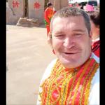 如何定義「中國人」?俄羅斯族大叔成網紅 金髮藍眼白皮膚「中國人」掀話題