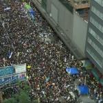 港人再上街!「民陣」發起七一遊行 大量黑衣群眾熱烈響應怒吼:撤回惡法、林鄭下台!