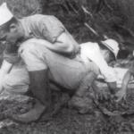 二戰日軍到底多瘋狂?戰俘遭肢解虐殺,美國大兵做成人肉壽喜燒…連老布希都差點被吃下肚
