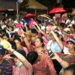 「罷工13天了,勞動部硬起來!」 長榮空姐冒雨上凱道 家屬、勞團、律師全面聲援