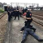 女子火車上自拍嗆對蔡英文不利 警方直搗車站逮人送辦