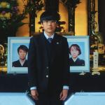 火葬場上,我們都沒有掉淚:《爸媽死了,我卻不想哭》用孩子視角,道盡社會殭屍般的孤獨